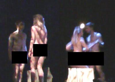 Foto de Daniel Radcliffe nu na peça Equus, é divulgada na internet
