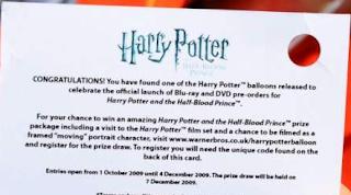 Fã mostra cupom da promoção do DVD e mais vídeo da solta de balões