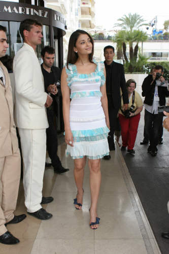 Aishwarya Rai Latest Hairstyles, Long Hairstyle 2011, Hairstyle 2011, New Long Hairstyle 2011, Celebrity Long Hairstyles 2118