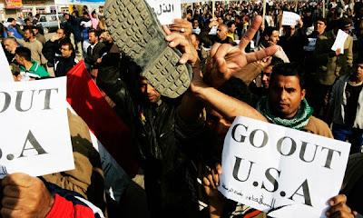 Las protestas en defensa del periodista detenido en Irak por arrojarle sus zapatos a Bush