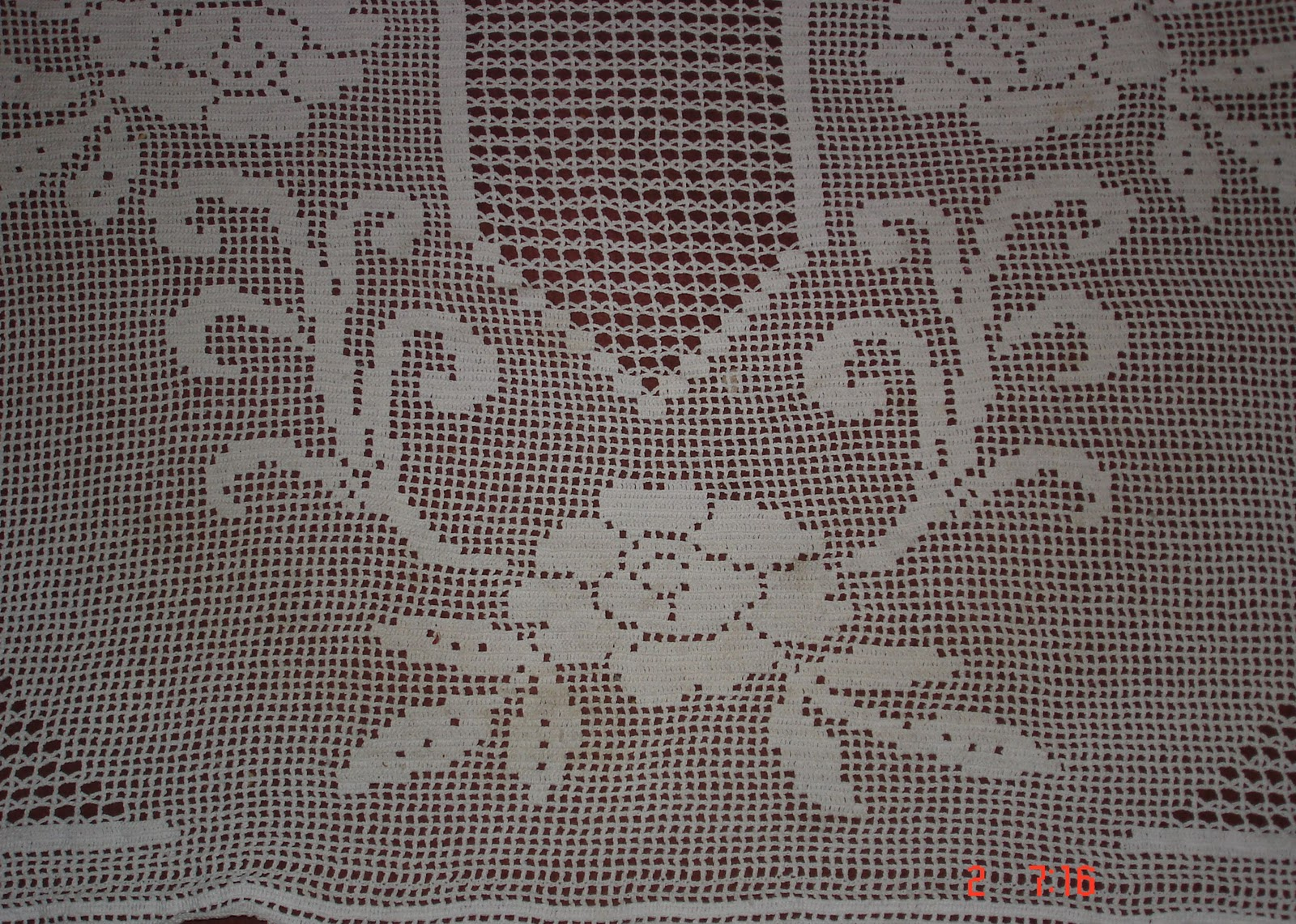 Free Filet Crochet Patterns : FILET CROCHET ROSE TABLECLOTH PATTERN - Crochet and Knitting Patterns