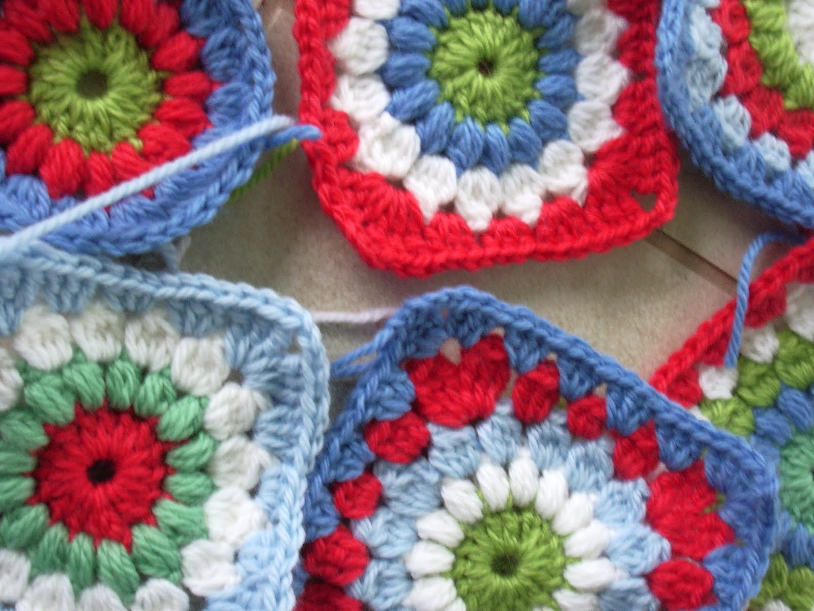 Crochet Granny Square Pattern : little woollie: new granny square love