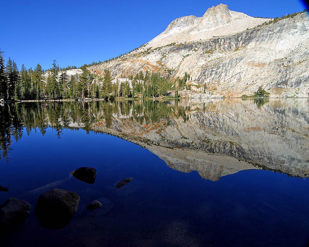 http://3.bp.blogspot.com/_t285rAK-KE8/TUaXXFCTbCI/AAAAAAAAAK0/J29-Lvf3t0w/s1600/mountain+2.jpg