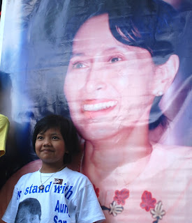 Aung San Suu Kyi still going strong to free Burma – Interview with U Win Tin, MoeMaKa