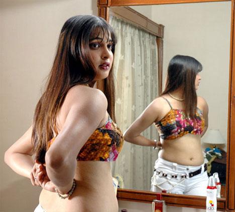 malavika hot photos