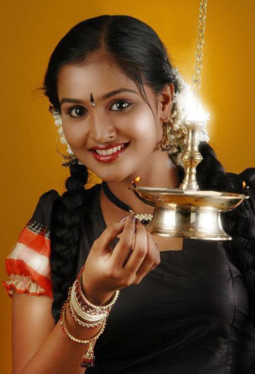 ramya nambeesan hot photos