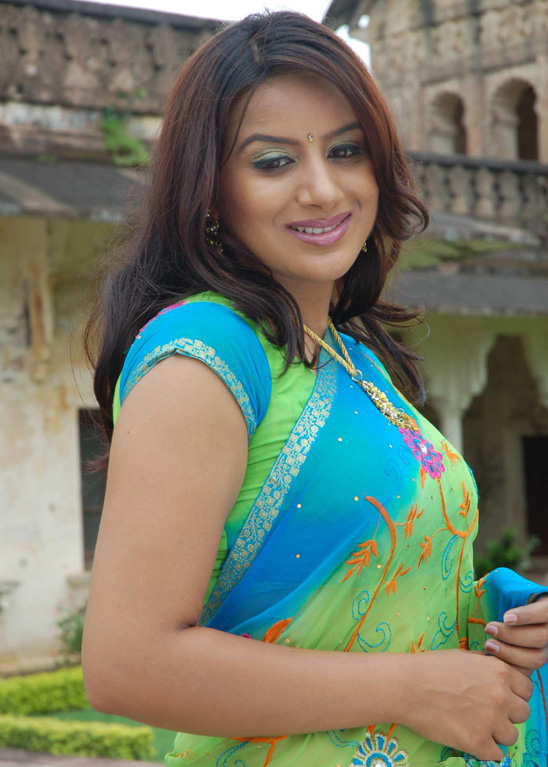 http://3.bp.blogspot.com/_t34W_TUAk0M/TADLFxdB0PI/AAAAAAAADdo/PXWQgsBt4CU/s1600/Pooja_Gandhi_Stills_005.jpg