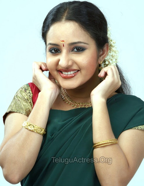 bhama hot navel show