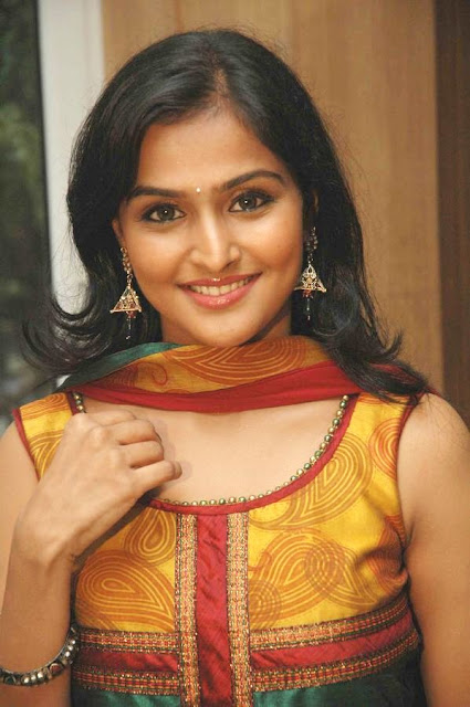 ramya nambeesan hot navel