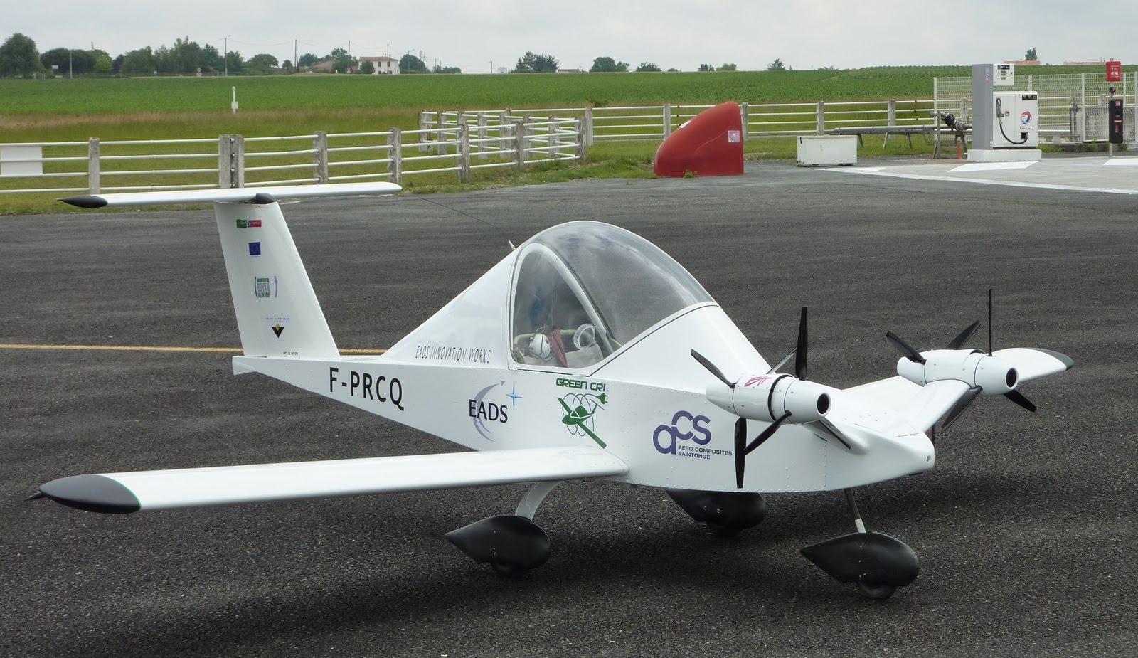 Cri cri world smallest twin engine aircraft for Electric motor for aircraft