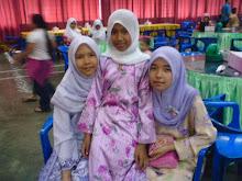 me n my sisters....