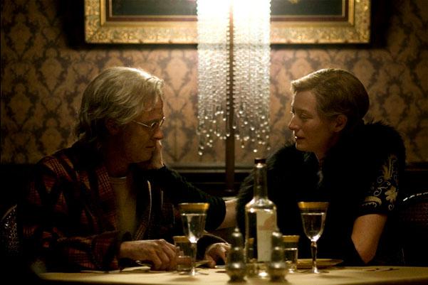 Brad Pitt e Tilda Swinton em O Estranho Caso de Benjamin Button