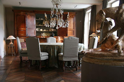 Oversized Living Room Chair on Practical Slipcovered Dining Chairs And Skirted Dining Room Table