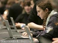 دراسة :تصفح الإنترنت قبل النوم يسبب الأرق للمراهقين