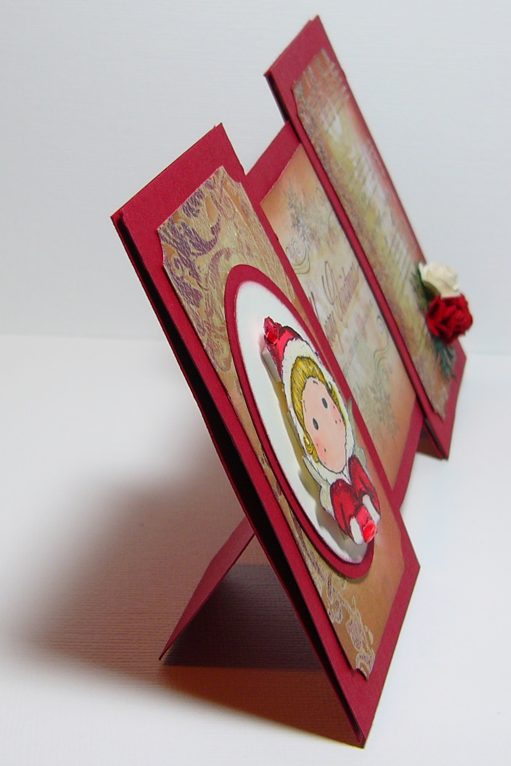 The Creations of a Scrapaholic Paperjunkie: Break-a-way card Tutorial