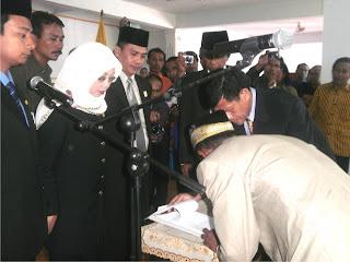 Ferra Lantik Anggota DPRD Hasil PAW