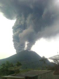 Foto dan Video Gunung sinabung meletus