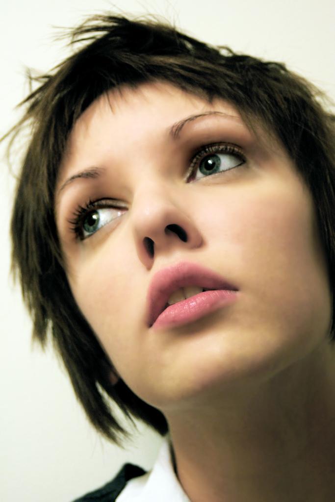 http://3.bp.blogspot.com/_tB_huxArDZA/TTiTmQ4zH7I/AAAAAAAAEqc/82XsrW-H0OI/s1600/Trendy%2Bshort%2Bhaircuts%2B%25282%2529.jpg