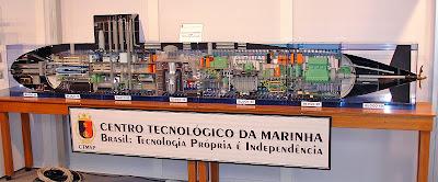 Imagem mostrando a maquete do Submarino Nuclear Brasileiro.