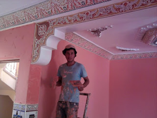 Peinture de batiment et d corations chez mr essalhi la je fait le d core de stico c 39 est comme for Peinture salon maroc violet
