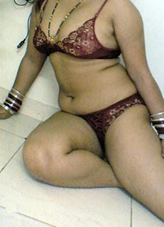 Beautiful Indian sexy aunty