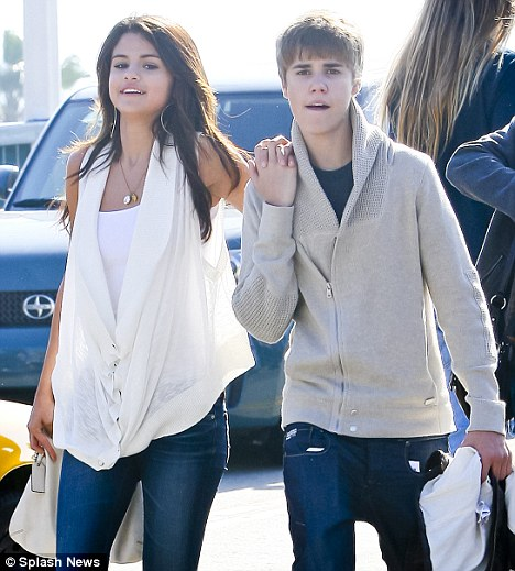 new selena gomez and justin bieber pictures. Justin Bieber and Selena Gomez