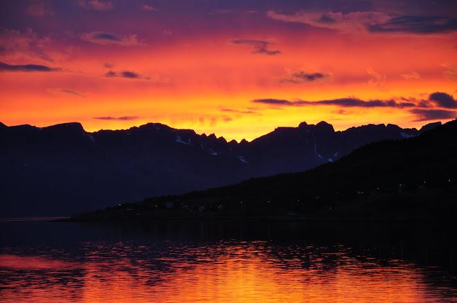 Nydleg lys over Kvænangsfjellan