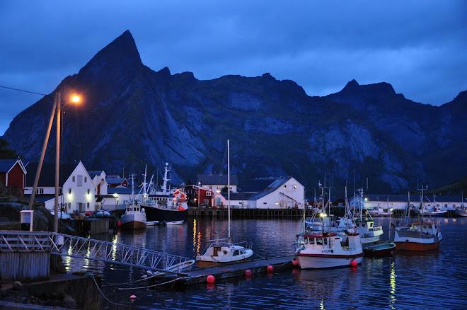 Morgonstemning i Reine i Lofoten