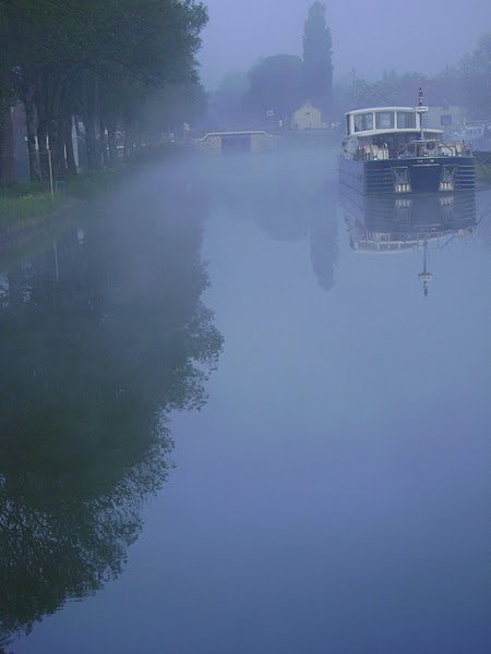 FRANCE - A canal in Burgundy. / @JDumas