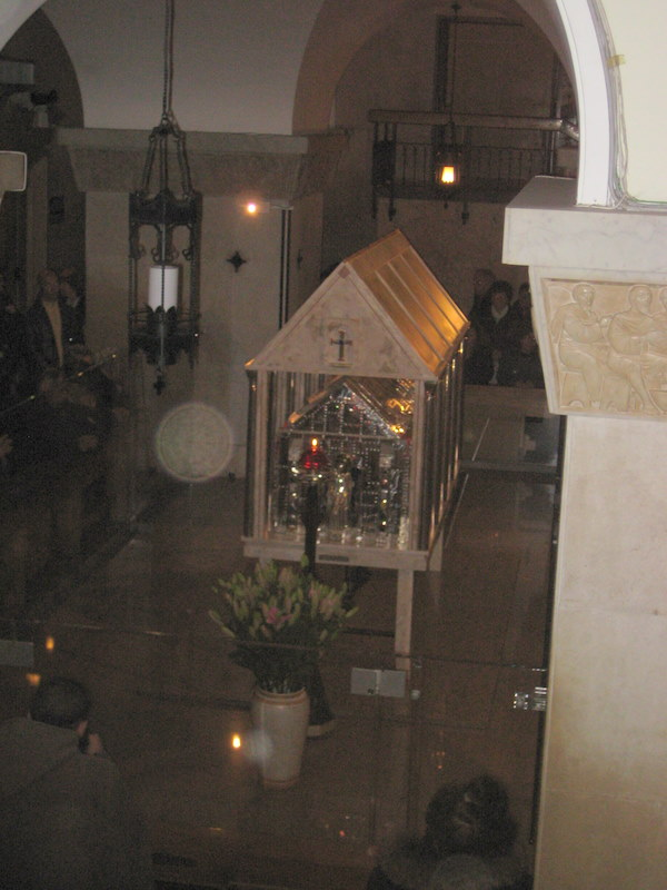 ITALY:  The crypt and tomb of Saint Pio / @JDumas