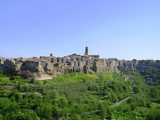 ITALY:  Pitigliano, the medieval Jewish enclave between Florence and Rome. / @JDumas