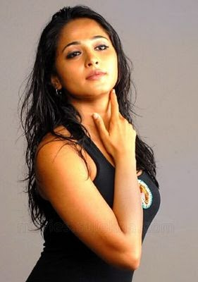 Anusha South indian sexy actress hot and romantic images
