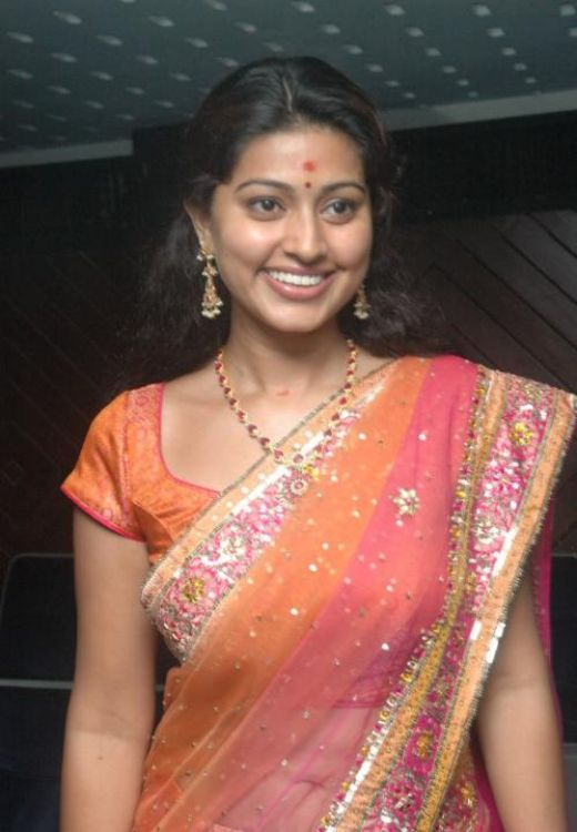 Sneha Wearing hot Saree pic