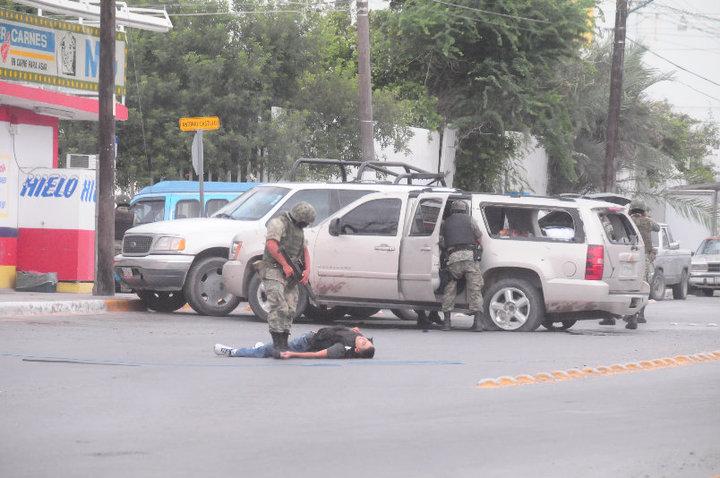 Borderland beat gunbattles and quot narco quot blockades reported in nuevo