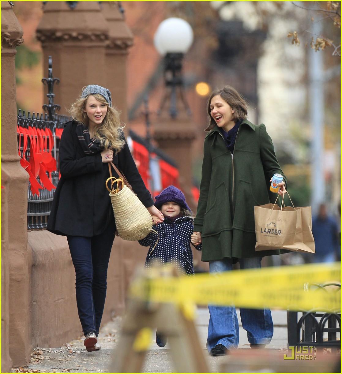 http://3.bp.blogspot.com/_tKjwbeZ29rY/TQDtHwsVTxI/AAAAAAAADgc/uYdICt5m7rQ/s1600/jake-gyllenhaal-taylor-swift-thanksgiving-03.jpg