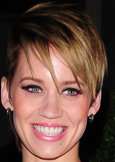 Kimberly Wyatt short Layered Cut Kimberly, who's known for her chic short