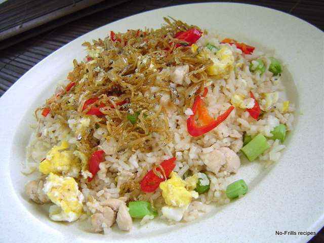 Fried rice with silver fish for Fish fried rice