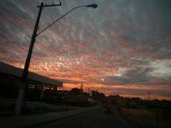 Só quem sonha acordado vê o Sol nascer