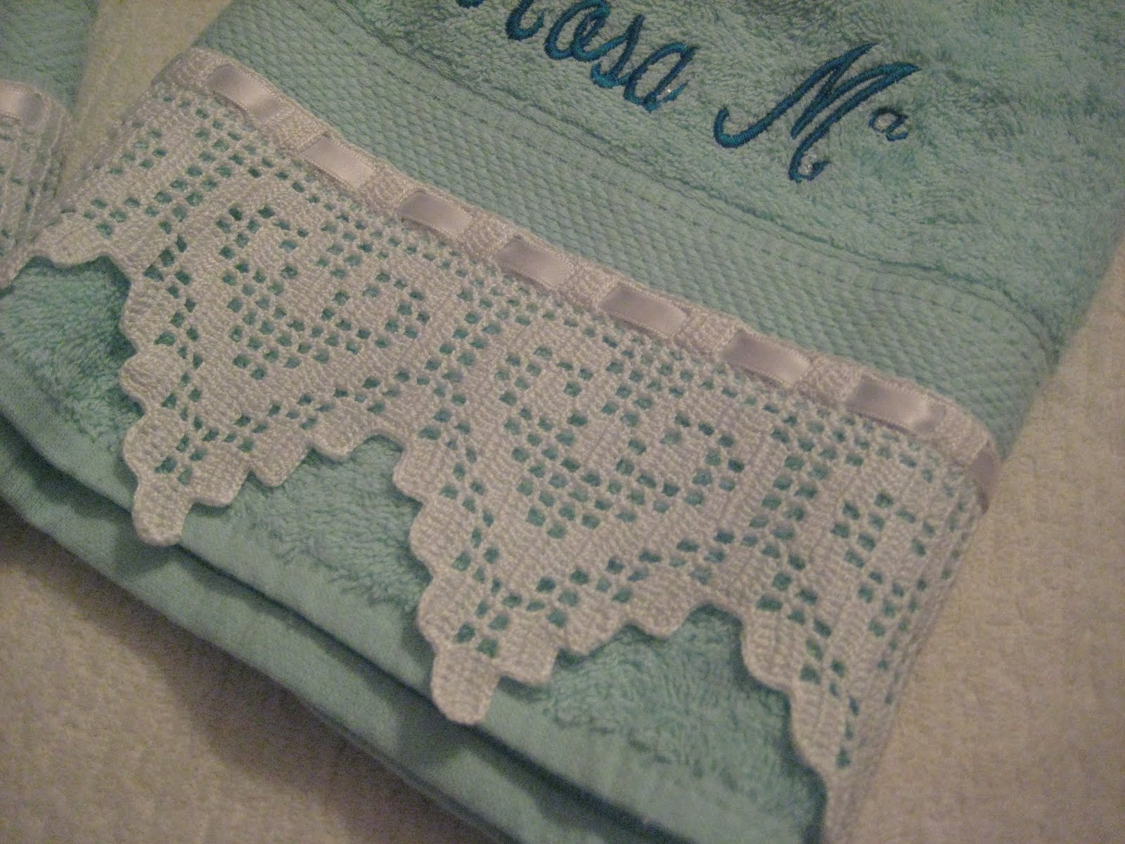 Hace tiempo hice estas toallas,aparte del ganchillo las lleve a bordar