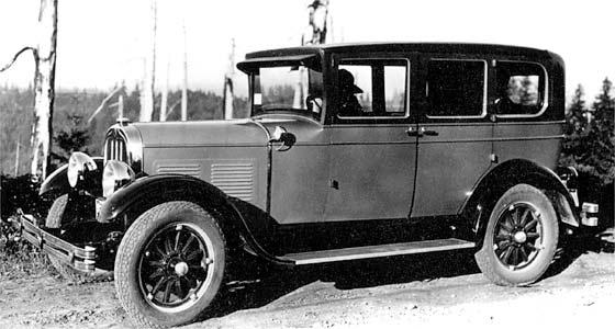 1928_Chandler_Four_Door_Sedan.jpg