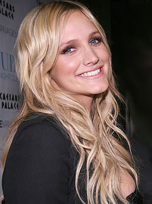 Hollywood Sexy blonde Ashlee simpson