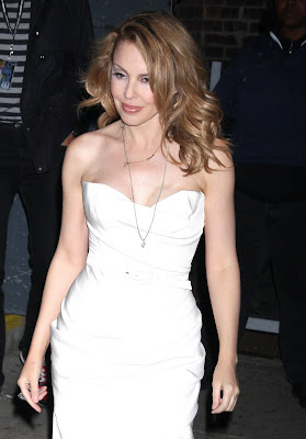Kylie Minogue Cleavy looks Hot in White Dress hots photo