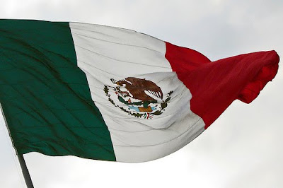 Bandera mexicana flameando. Foto: Laap mx (Flickr).
