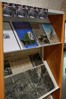 Exposición en la biblioteca del Museo Marítimo de libros sobre la guerra civil española