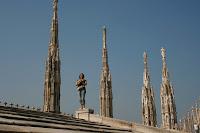 Una que se ha colado entre los habitantes de la terraza del Duomo