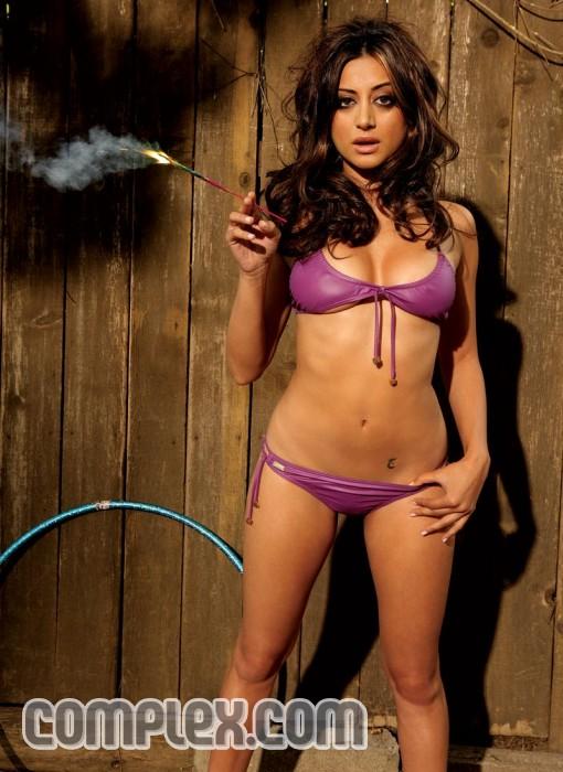 Noureen Dewulf Hot Indian American Actress Pictures