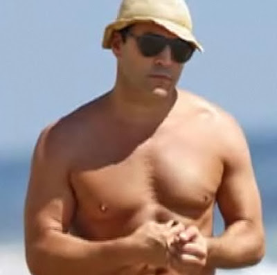 Jeremy Piven Blames Man Boobs On Drinking Too Much Soy Milk!