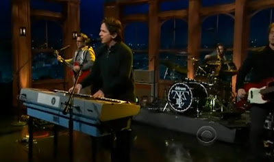 They Might Be Giants Perform 'Why Does The Sun Shine'-Late Show
