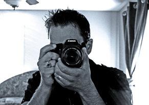 Fotografo allo specchio con fotocamera Canon