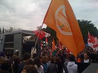 Giovani che manifestano contro la riforma Gelmini in piazza a Vicenza